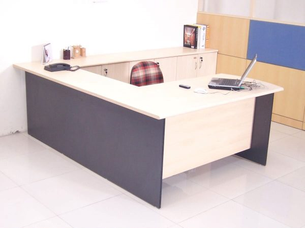 Executive Table : ET - 550